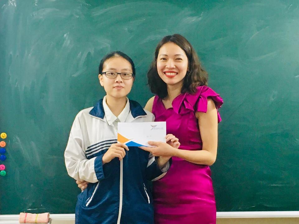 Chúc mừng con Phạm Minh Anh, học sinh lớp 9 Luyện Thi Chuyên Anh của cô Đỗ Dung, đã xuất sắc đạt Giải Nhì Thành Phố trong kỳ thi Học sinh giỏi vừa qua.